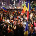 Protestele de sâmbătă au strâns aproximativ 50.000 de persoane în Piața Victoriei, în punctul maxim care a fost atins la ora 20:00.